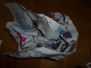 新聞紙をクシャクシャにしたもの
