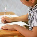 勉強中に音楽を聴きながらやると…その効果に意外な真実が!