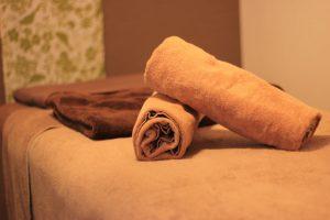 アロマエステサロンの施術ベッドのタオル